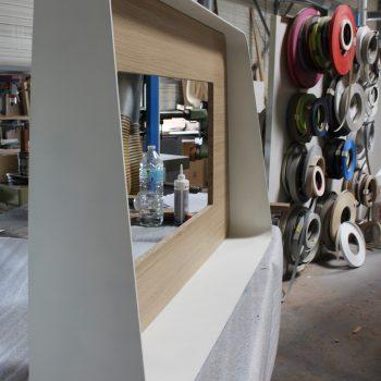 Cadre télévision sur mesure chambre témoin Hôtel Mercure-mobilier-design-Les-Pieds-Sur-la-Table-photo atelier