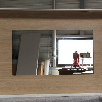 Cadre télévision sur mesure en acier chambre témoin Hôtel Mercure-mobilier-design-Les-Pieds-Sur-la-Table-photo atelier