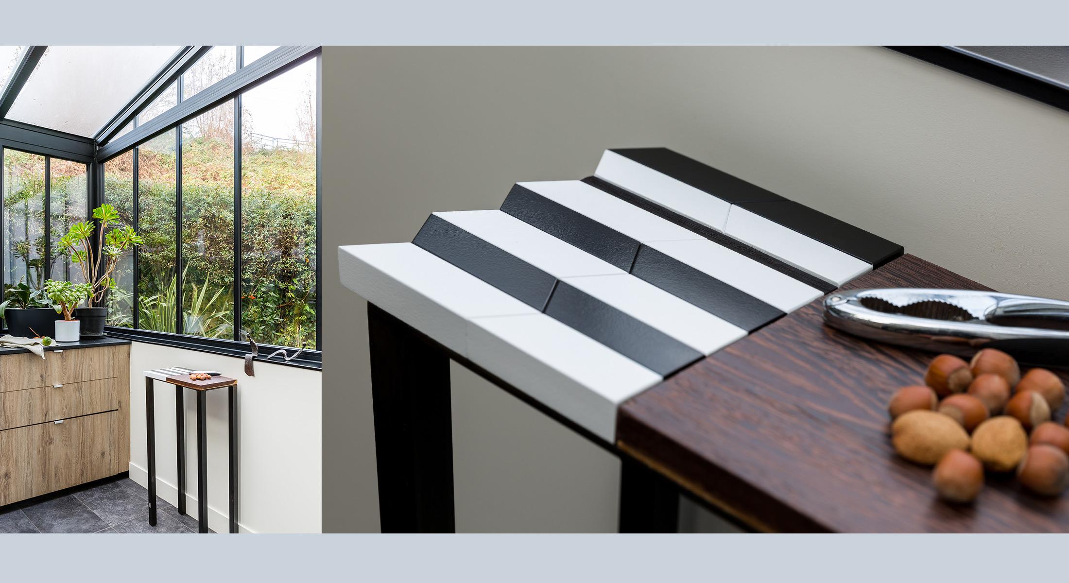 Console origami design au motif noir-et-blanc-bois-massif-wengué-caoutchouc-noir-pied-en-acier-Console-Drapeau-Design-Sandrine-Reverseau Ambiance terrasse vue sur Paris