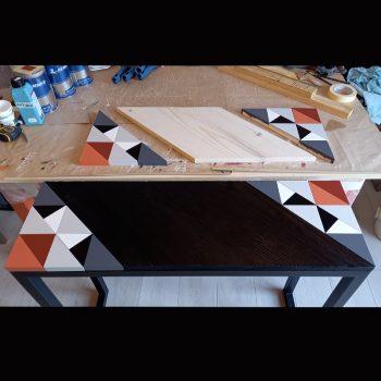 Console bois brulé à l'atelier, finition laque et bois brulé. Console motif Origami création et fabrication 100% française par Meubles Les Pieds Sur La Table- Une