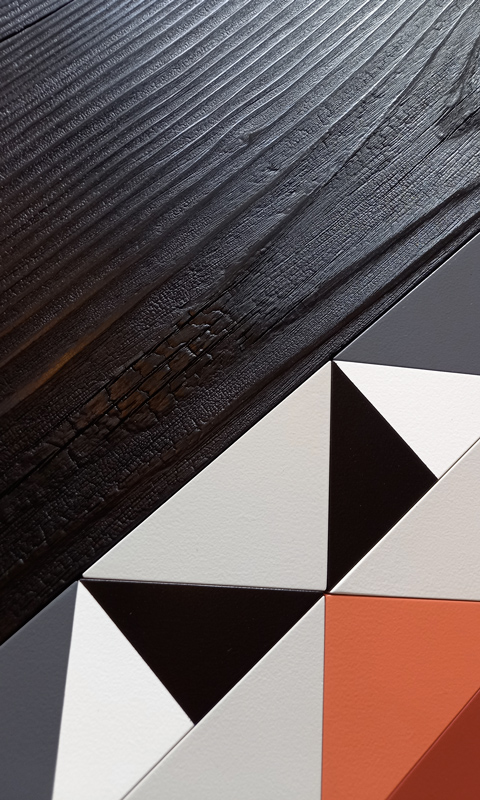 Console Origami 10 ans, détail du motif original origami et bois brulé. Création et fabrication mobilier design Les Pieds Sur La Table Paris