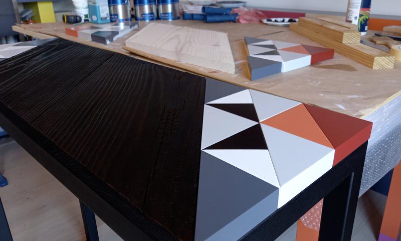 Console bois brulé edition limitée Origami 10 ans laque du motif à l'atelier et bois brulé. Création et fabrication mobilier design Les Pieds Sur La Table Paris