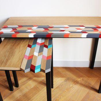 Consoles design sur mesure à motif origami original laqué et bois massif brossé. Création et réalisation par Sandrine Reverseau pour une maison privée. Mobilier Les Pieds Sur La Table
