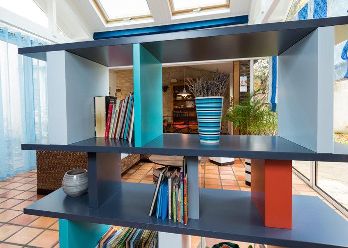 bibliothèque étagère modulable sur mesure couleurs gris et bleu Tu Lis Pied mobilier Les Pieds Sur La Table réalisation maison