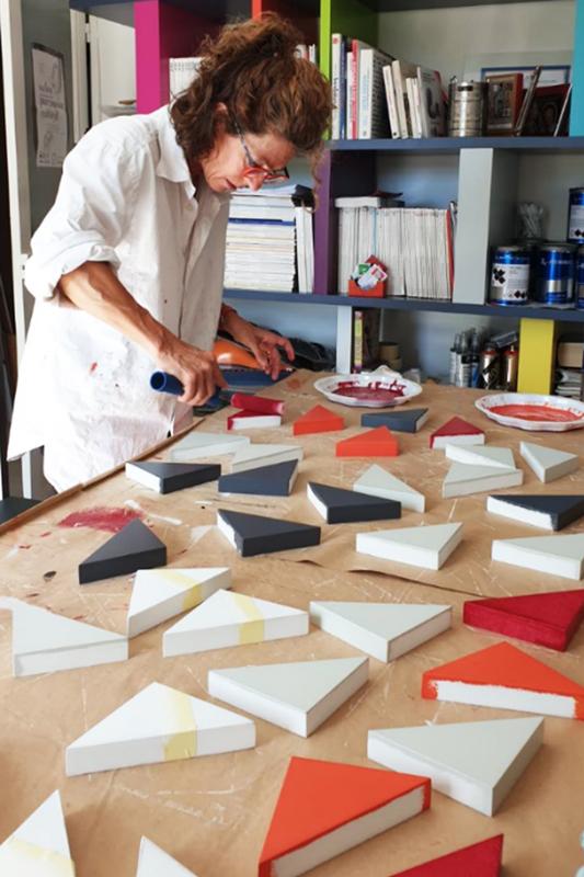 Console bois laqué laqué à l'atelier de chaque pièce du motif Origami de notre console Origamin 10 ans anniversaire
