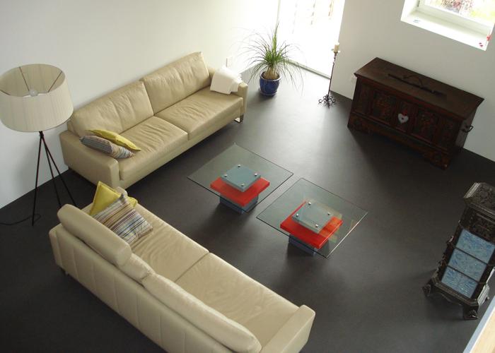 Paire de tables basses carrées laque rouge et gris béton et verre Pied-G Uno Mobilier design modulable Les Pieds Sur La Table