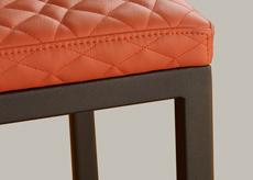 Finition pied acier laqué noir Chaises design Mobilier Les Pieds Sur La Table