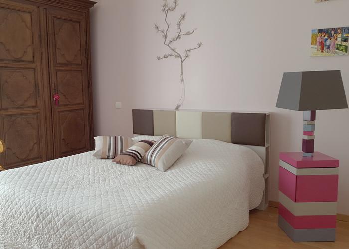 tête de lit avec rangements sur mesure beige Drap-Pied mobilier Les Pieds Sur La Table réalisation maison