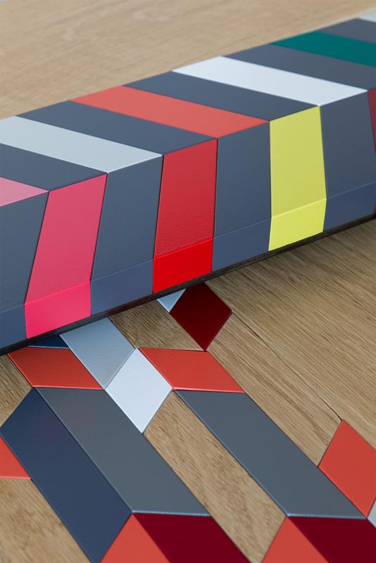 Modèles Panorama M et L de l'ensembles des Tables basses origami gigognes Panorama-S-M-L-modernes-Vue détail motifs façon marquetrie contemporaine - Design-Sandrine-Reverseau-Collection Origami Mobilier-Les-Pieds-Sur-La-Table