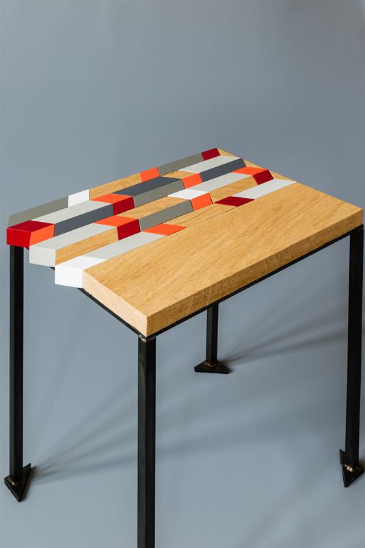 Modèle Panorama M de l'ensembles des Tables basses origami gigognes Panorama-S-M-L-modernes-Vue du plateau bois laqué et chêne brossé façon marqueterie contemporaine - Design-Sandrine-Reverseau-Collection Origami Mobilier-Les-Pieds-Sur-La-Table