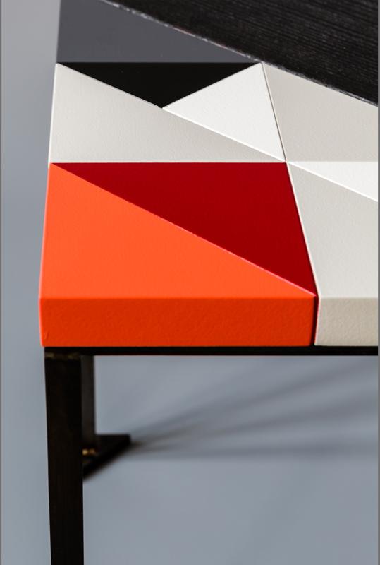 Modèle Panorama S de l'ensembles des Tables basses origami gigognes Panorama-S-M-L-modernes-Vue détail du motif origami laqué- Design-Sandrine-Reverseau-Collection Origami Mobilier-Les-Pieds-Sur-La-Table