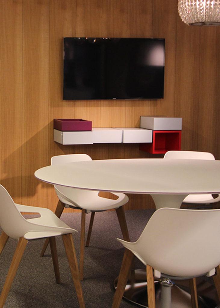 bureau console mural laqué gris perle Pas-Pied mobilier Les Pieds sur la table réalisation entreprise Elica France