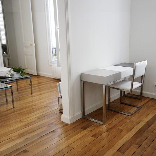 Bureau design pour télétravail et sa chaise coordonnée. Création et fabrication française par Les PIeds Sur La Table mobilier contemporain Une