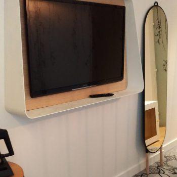 Mobilier sur mesure chambre temoin Hôtel Mercure-mobilier-Les-Pieds-Sur-la-Table-meubles-design