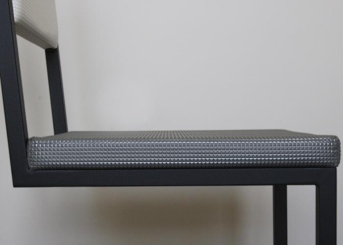 chaise de bureau design sur mesure pied tine les pieds sur la table. Black Bedroom Furniture Sets. Home Design Ideas