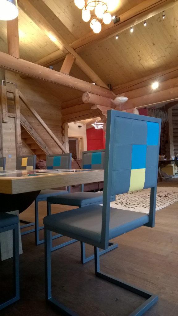 chaise design dossier haut pied tine mobilier les pieds sur la table. Black Bedroom Furniture Sets. Home Design Ideas