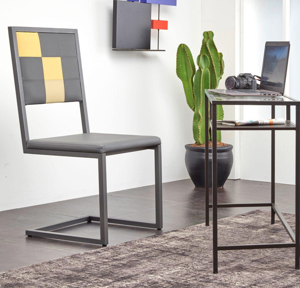 chaise de bureau design moderne Pied-Tine, pied acier cantilever, dossier en damier sur mesure, Mobilier design Les Pieds Sur La Table