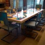 chaise design dossier haut Pied-Tine dossier en damier par Les Pieds Sur la Table chalet en Suisse