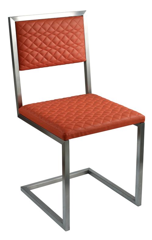 Chaise De Repas Design Pied Tine Inox Et Orange Par Les Pieds Sur La Table