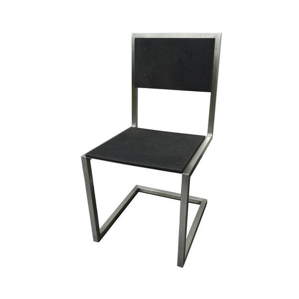 Chaise Dextrieur Design Caoutchouc Recycl Pied Tine Par Les Pieds Sur La Table