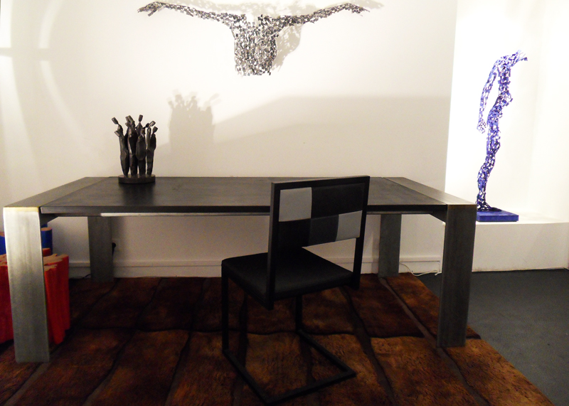 chaise de bureau design Pied-Tine acier noir et simili cuir noir gris par Les Pieds Sur la Table