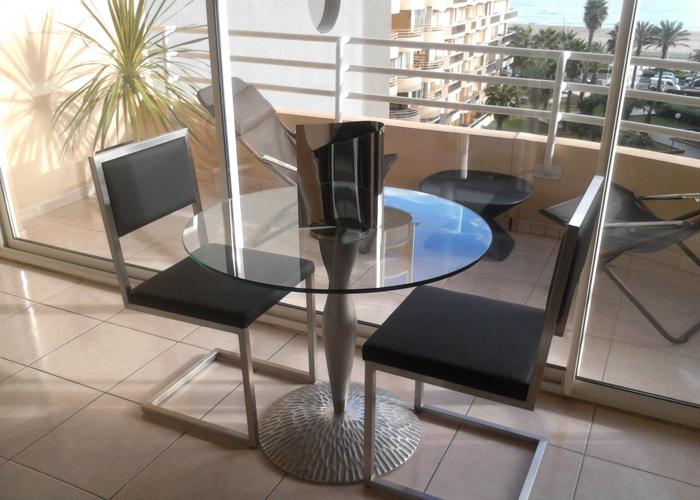 chaise de repas design Pied-Tine inox et cuir noir par Les Pieds Sur la Table