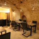 chaise de restaurant design acier et dossier uni par Les Pieds Sur la Table restaurant Paris