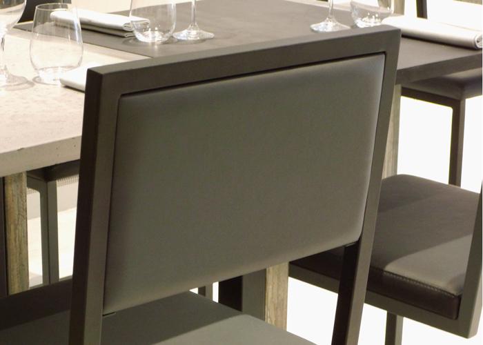 chaise de repas design Pied-Tine dossier uni gris par Les Pieds Sur la Table