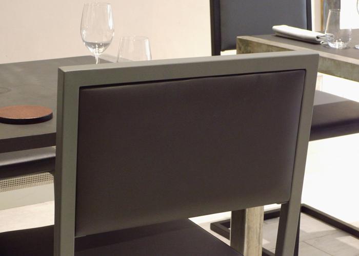 chaise de repas design Pied-Tine dossier uni noir par Les Pieds Sur la Table