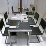 chaise de restaurant design acier et dossier uni noir et gris par Les Pieds Sur la Table