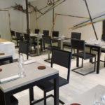 chaise de restaurant design acier et dossier uni noir par Les Pieds Sur la Table