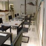 chaise de restaurant design cantilever acier et dossier uni par Les Pieds Sur la Table