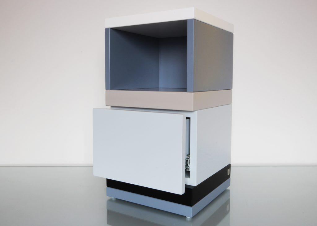 chevet avec niche et tiroir sur mesure, laqué De-bon-Pied couleurs sur mesure gris béton blanc noir , design et fabrication mobilier Les Pieds Sur La Table