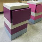chevet laqué en couleurs avec tiroir De-bon-Pied mobilier Les Pieds Sur La Table modèle original en paire