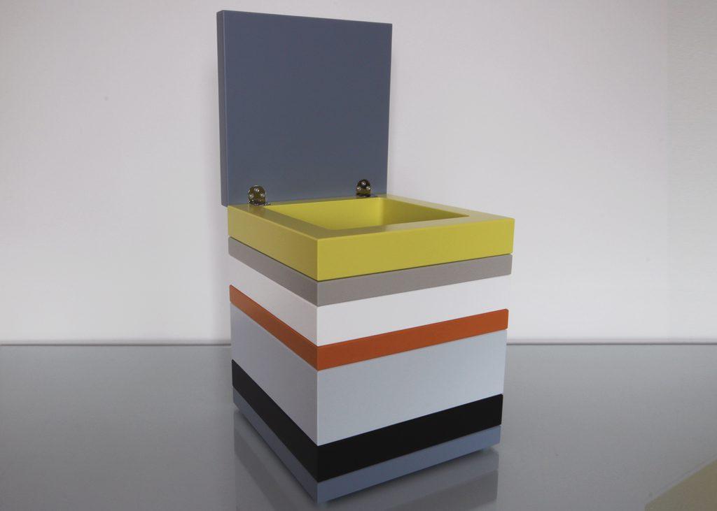 coffre de rangement laqué couleurs sur mesure jaune, orange pop gris béton blanc , design et fabrication mobilier Les Pieds Sur La Table