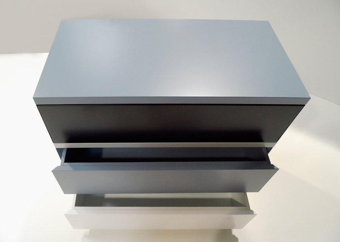 commode 3 tiroirs laquée gris blanc 360 de Pied mobilier Les Pieds Sur La Table vue dessus