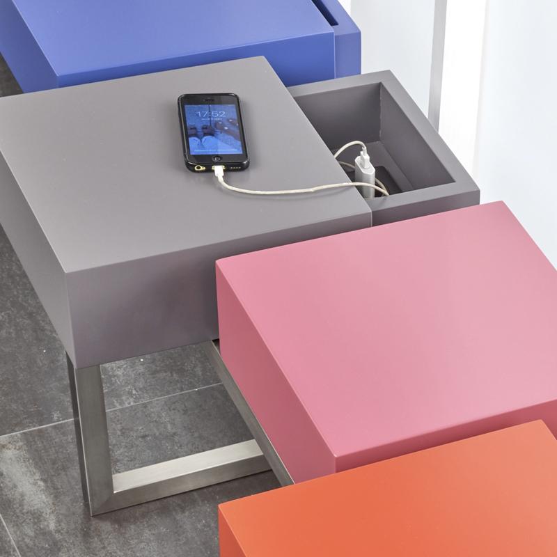 console connect e design plug pied mobilier les pieds sur la table. Black Bedroom Furniture Sets. Home Design Ideas