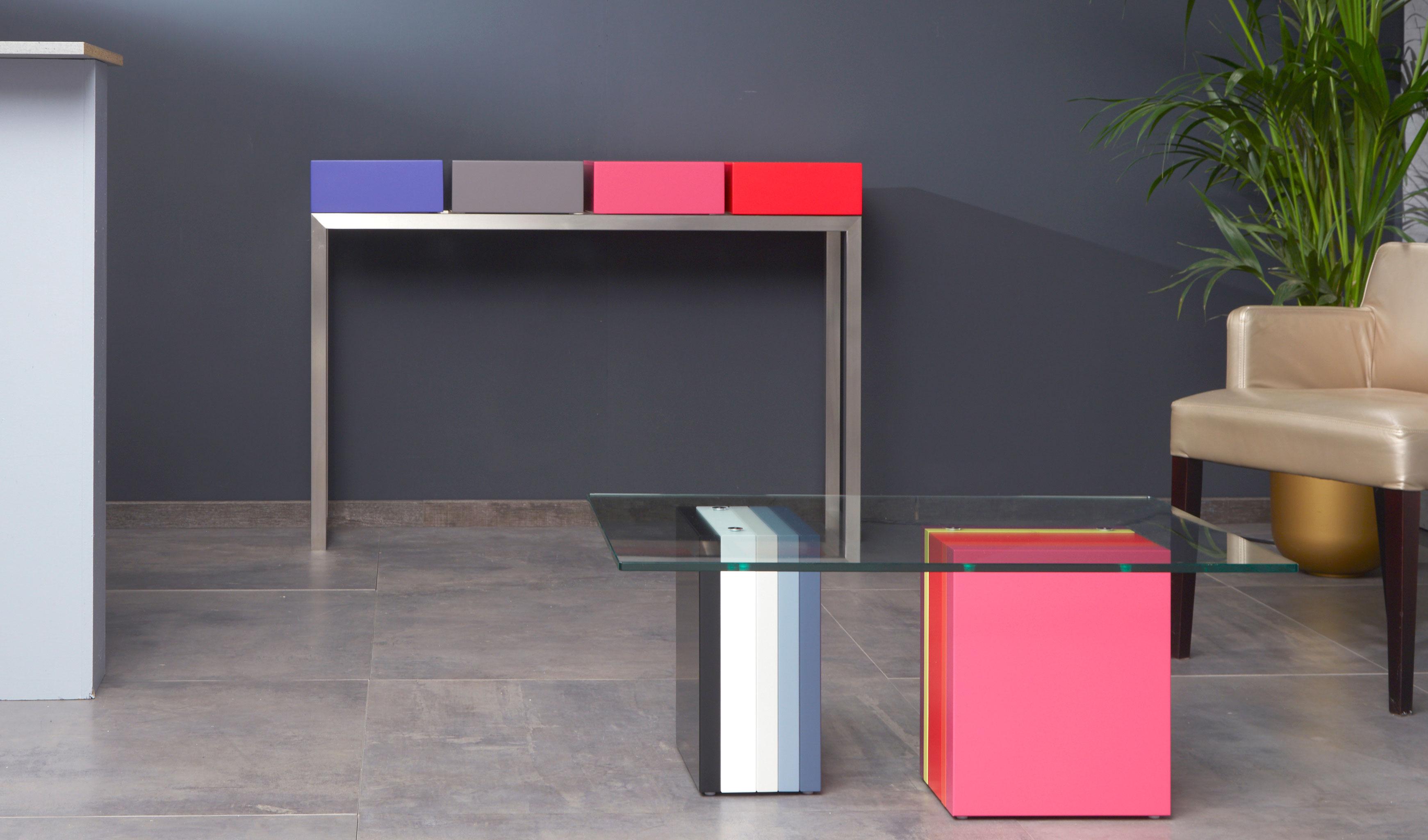 console connectée en couleurs et inox Plug and Pied mobilier Les Pieds Sur La Table détail