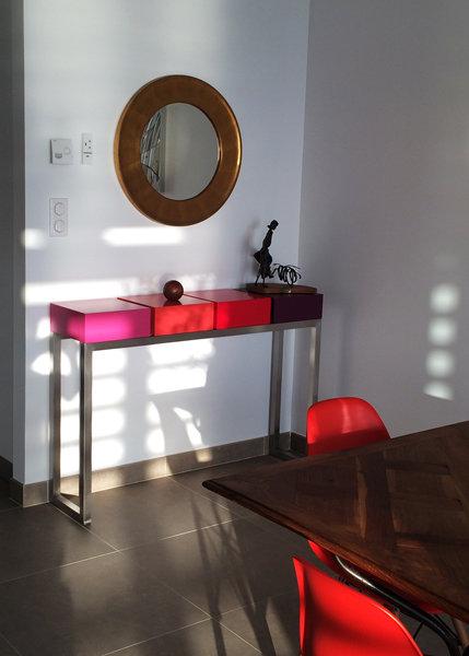 console connectée inox et cubes couleurs pétillantes Plug and Pied mobilier Les Pieds Sur La Table réalisation maison Corse