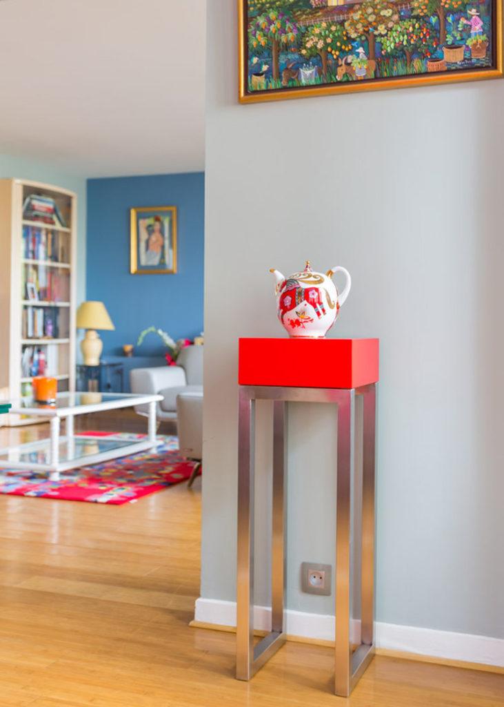 console connectée inox et laque rouge Plug and Pied mobilier Les Pieds Sur La Table réalisation maison