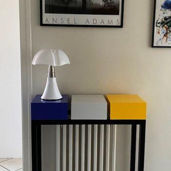Console design sur mesure et lampe Gae Aulenti. Console cache radiateur sur mesure création et fabrication Les Pieds Sur La Table meubles design