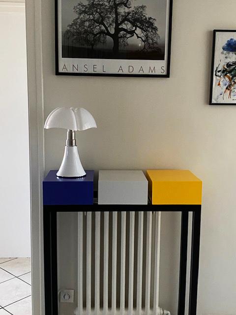 Console design sur mesure cache radiateur et lampe Gae Aulenti. Console cache radiateur sur mesure création et fabrication Les Pieds Sur La Table meubles design