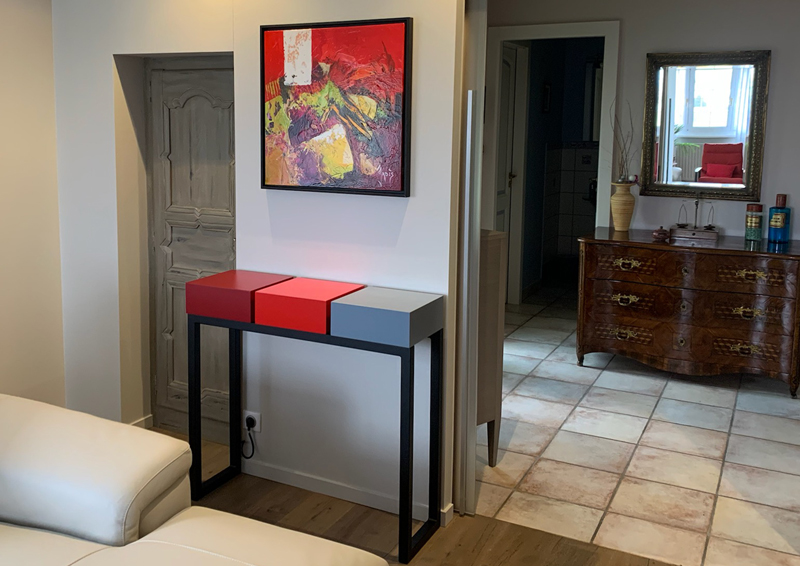 Console design en couleurs rouge piment, rouge Paris, gris béton sur mesure. Création et fabrication française par Les Pieds Sur La Table meubles contemporains.