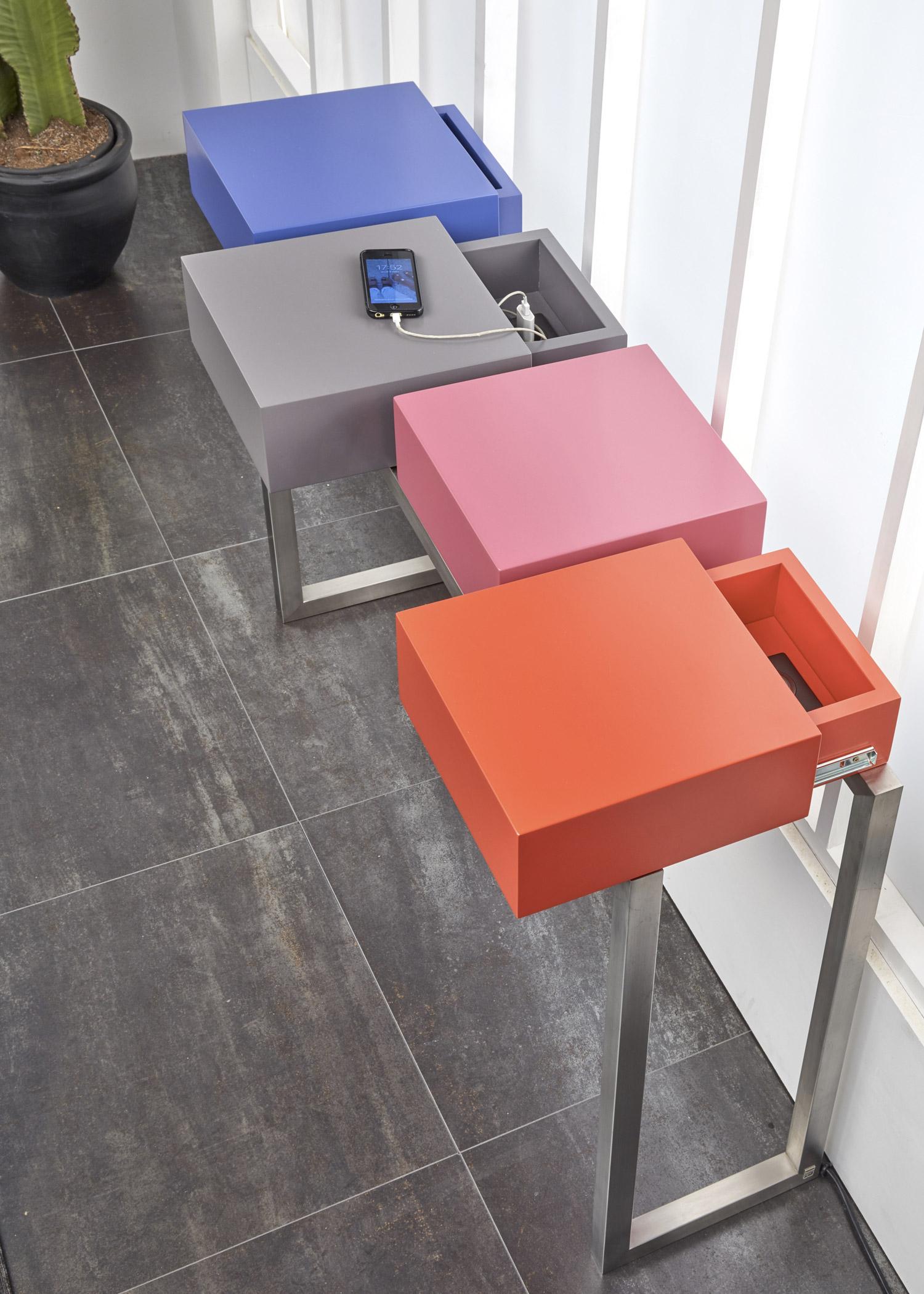 Console design connectée Plug&Pied - Mobilier Les Pieds Sur La Table