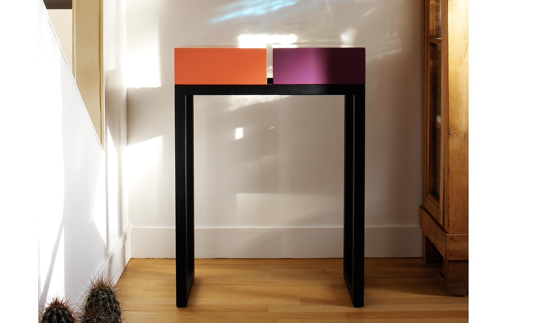 console moderne design sur mesure, structure en inox, cubes laqués. Console design Pied-Estal Mobilier design modulable Les Pieds Sur La Table