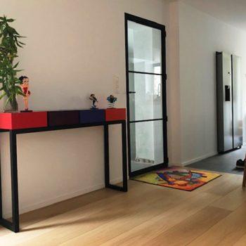 Console en couleurs rouge, bleu, orange, pied noir, design et fabrication française par Les Pieds Sur La Table mobilier Paris