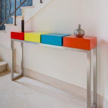 console design sur mesure Pied-Estal avec 4 cubes aux couleurs pétillantes réalisée pour une maison particulière Mobilier Les Pieds Sur La Table vignette