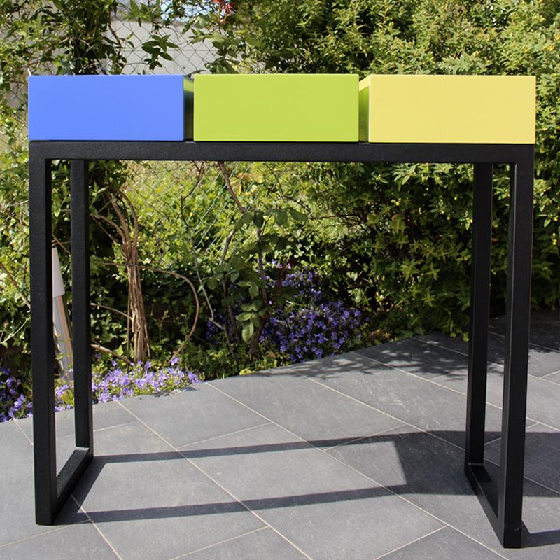 Console design sur mesure pied en acier noir et cubes tiroirs laqués couleurs bleu indigo, vert pistache et jaune lime Mobilier Les Pieds Sur La Table créateur et fabricant de meubles contemporains design sur mesure