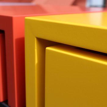Console design sur-mesure, vue détail de la console et de l'arrière des tiroirs. Mobilier Les Pieds Sur La Table créateur et fabricant de meubles contemporains design sur mesure.