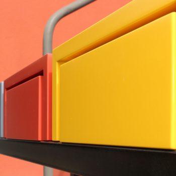 Console design sur-mesure, vue arrière de la console et des tiroirs. Mobilier Les Pieds Sur La Table créateur et fabricant de meubles contemporains design sur mesure.